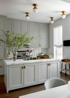 12 Farrow and Ball Kitchen Cabinet Colors - For the perfect English Kitchen-Lisa. 12 Farrow and Ball Kitchen Cabinet Colors - For the perfect English Kitchen-Lisa Gutow Design English Classic Kitchen Farrow and Ball Cromarty Grey Shaker Kitchen, Shaker Kitchen Cabinets, Kitchen Cabinet Colors, Coloured Kitchen Cabinets, Classic Kitchen Cabinets, Kitchen White, Handles For Kitchen Cabinets, Grey Painted Kitchen Cabinets, Kitchen Cabinets To Ceiling