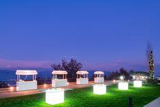 La location ideale per il tuo evento, matrimonio in Campania, Italy. Luci, corner, giardino, buffet, piscina, panorama. Outdoor Furniture Sets, Outdoor Decor, Wedding Events, Buffet, Villa, Home Decor, Trendy Tree, Decoration Home, Room Decor
