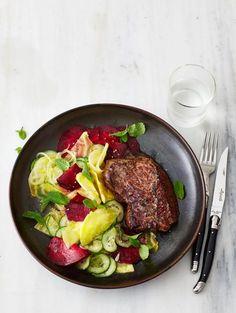 Hüftsteak mit Rote-Bete-Gurken-Salat Rezept - [ESSEN UND TRINKEN]