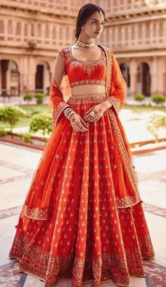 20 Blingy Gota Patti Lehenga Ideas To Sparkle Your Bridal Look Indian Bridal Outfits, Indian Bridal Lehenga, Indian Bridal Wear, Indian Designer Outfits, Bridal Dresses, Lehenga Wedding, Eid Dresses, Indian Wear, Dress Indian Style