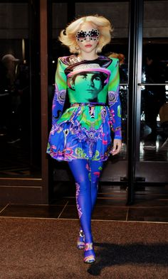 """""""lady gaga serving street looks in a thread"""" Lady Gaga Outfits, Lady Gaga Fashion, Street Style, Street Look, Glam Rock, Divas, Hip Hop, Lady Gaga Pictures, Queens"""