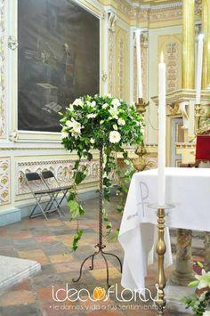 Arreglo de altar en tonos blancos