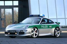 Polizia e supercar. Poche speranze di fuga se in #Germania si è inseguiti da questa #Porsche 911 Carrera S. http://giornalemotori.it/72574/se-la-polizia-mette-il-turbo/