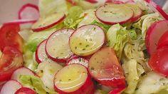 Unsere liebste Salatsoße, ein sehr schönes Rezept mit Bild aus der Kategorie Salatdressing. 239 Bewertungen: Ø 4,6. Tags: fettarm, Salatdressing