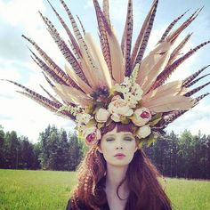 boho-wedding-headdress-with-feathers-and-peonies