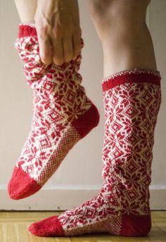 Vi 2 i sommar socks Knitting Socks, Hand Knitting, Knitting Patterns, Knit Socks, Knitting Machine, Crazy Socks, My Socks, Norwegian Knitting, Men In Heels