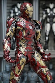 Genius billionaire inventor, industrialist, and CEO of Stark Industries Tony Stark builds an armored suit and becomes the armor-clad superhero named Iron Man. Iron Men, Marvel Comic Universe, Marvel Dc Comics, Hero Marvel, Les Innocents, Tony Stark, Hot Toys Iron Man, Iron Man Movie, Iron Man Art