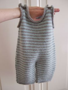 Child Knitting Patterns Knit your self: Trousers go well with Baby Knitting Patterns Supply : Strik selv: Buksedragt. Baby Knitting Patterns, Baby Clothes Patterns, Knitting For Kids, Baby Patterns, Baby Dungarees Pattern, Baby Overalls, Baby Pants, Knitted Baby Clothes, Baby Sweaters