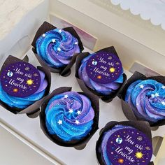 Galaxy Cupcakes, Galaxy Cake, Space Cupcakes, Pretty Cakes, Cute Cakes, Beautiful Cakes, Cute Desserts, Chocolate Desserts, Planet Cake