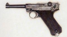 Le Luger P.08, le pistolet le plus connu dans le monde Pistole P.08 Luger Type pistolet Année 1893 Longueur totale 222 mm Longueur du canon 103 mm Cartouche 9 mm Parabellum Poids 0.877 kg Vitesse initiale 381 m/s Capacité du chargeur 8 cartouches Le Walther... Pin by Paolo Marzioli