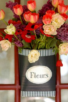 """.love the container, I have a container like this only in green....I can paint it black and add the """"fleurs"""".."""