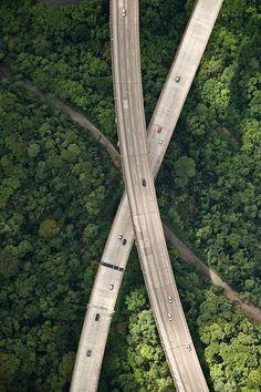 Cassio Vasconcellos - vistas aéreas (rodovia dos imigrantes, ligando a cidade de São Paulo ao porto de Santos)