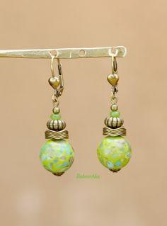 """Boucles d'oreilles bronze """" Ondine"""" perles de turquoises reconstituées : Boucles d'oreille par baboochka"""
