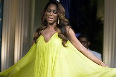 Video: RHOA Kenya Moore Takes A Fall On Stage In Las Vegas