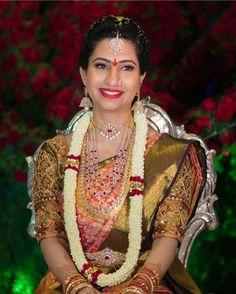 Fulfill a Wedding Tradition with Estate Bridal Jewelry South Indian Bride, Indian Bridal, Bridal Looks, Bridal Style, Happy Bride, Wedding Silk Saree, Bridal Sarees, Bridal Jewelry, Gold Jewelry