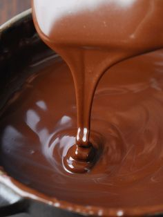 Chocolate sauce in the microwave - Cuisine Micro-Ondes,vite faite,bien faite; - Healt and fitness Microwave Recipes, Cooking Recipes, Dessert Micro Onde, Chocolates, Homemade White Cakes, Moist White Cake, Cake Recipes, Dessert Recipes, Chocolate Heaven