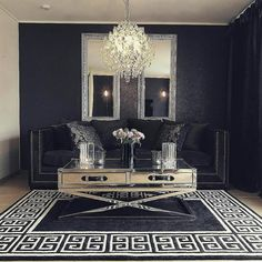 Nydelig hos #Repost @susannceline  #sanfrancisco120salongbord fra @classicliving #glamfurniture #livingroom#livingroominspo#omexco#classicliving#flowers#roses#sofa#velour#blue#details#savaidesign#candles#glaminterior#sanfranciscotable#chandelier#crystal#interior#interior123#interior444#interiorinspo#mirror#classyhomes #homeanddecor