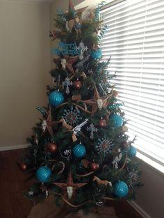 2013 Western Christmas Tree Plus Western Christmas Decorations, Western Christmas Tree, Cowboy Christmas, Christmas Tree Themes, Primitive Christmas, Country Christmas, Winter Christmas, Christmas Tree Decorations, Christmas Crafts