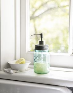 soap pump with mason jar, lots of different ways to use Mason jars on this website