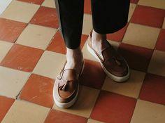 Для вальяжных джентльменов.  Cost: 120$ 2900₴ 11900₱  #circulmark #lowtops #sneakers #newcollection