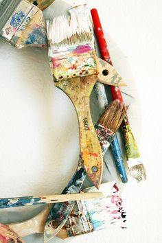 recycled paint brush wreath tutorial