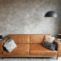 A concrete look wall in 2 steps! Dyi Bathroom Remodel, Industrial Interiors, Diy Painting, Life Is Good, Love Seat, Concrete, New Homes, Diy Projects, Couch