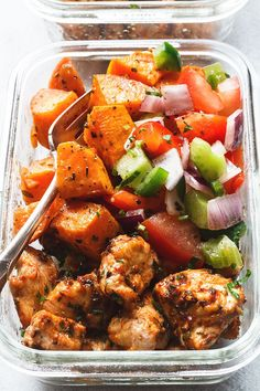 Roasted Chicken and Sweet Potato Meal Prep - Roasted to perfection, this sheet pan chicken and sweet potato is perfect for meal prep. Healthy Meal Prep – Roasted Chicken and Sweet Potato Lunch Meal Prep, Meal Prep Bowls, Healthy Meal Prep, Healthy Snacks, Food Meal Prep, Meal Prep Dinner Ideas, Healthy Dinner Meals, Simple Healthy Meals, Meal Prep Containers
