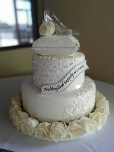 Wedding cake fit for a princess :) #disneywedding #fairytalewedding #cinderellacake #happilyeverafter
