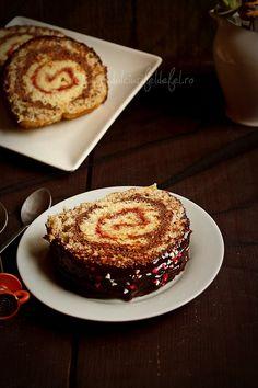Rulada cu gem si crema de ciocolata Chocolate Desserts, Chocolate Cake, Romanian Food, Romanian Recipes, Food Cakes, Pretty Cakes, Something Sweet, Cake Cookies, Cake Recipes
