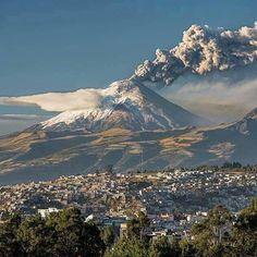 Cotopaxi Volcano, Ecuador : Eruption of August, 2015 Quito Ecuador, Equador, World Cities, Aerial View, Beautiful Landscapes, South America, Beautiful Places, Amazing Places, Paisajes
