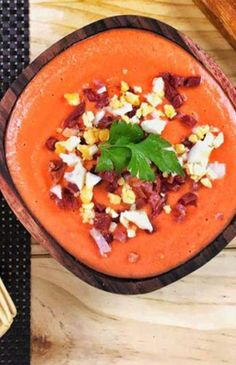 If you like tomato, bread, olive oil and garlic, you know what recipes we are going to Heart Healthy Recipes, Soup Recipes, Vegetarian Recipes, Detox Soup Cabbage, Avocado Soup, Party Food Platters, Frittata Recipes, Mediterranean Recipes, Us Foods