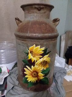 Rustic sunflower hand painted milk can Sunflower Kitchen, Sunflower Art, Milk Can Decor, Painted Milk Cans, Old Milk Cans, Vintage Milk Can, Country Crafts, Tole Painting, Porch Decorating