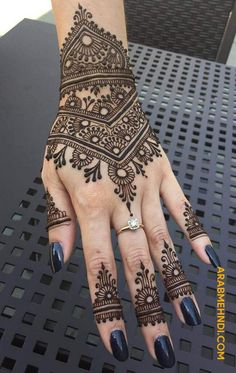 50 Most beautiful Georgia Mehndi Design (Georgia Henna Design) that you can apply on your Beautiful Hands and Body in daily life. Pretty Henna Designs, Modern Henna Designs, Latest Henna Designs, Henna Designs Feet, Finger Henna Designs, Mehndi Designs For Fingers, Mehndi Design Images, Best Mehndi Designs, Mehandi Designs