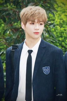 170728 Wanna One Happy Together recording - Daniel <3