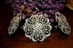 4 Vintage Style Napkin Rings These napkin rings are absolutely beautiful! They are so pretty and look just like a vintage brooch. The ring is made from metal with small pearls and crystals set into the front. The crystals sparkle in the light and are just gorgeous! These would make a beautiful addition to any […]