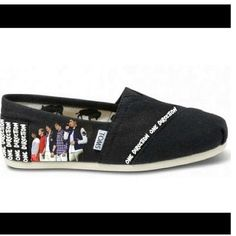 One Direction Toms!! i neeed!!!!