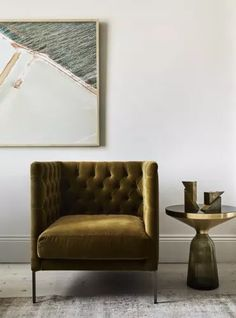 Vintage Interior Design vintage gold velvet tufted chair in the living room Interior Design Minimalist, Australian Interior Design, Interior Design Awards, Modern House Design, Home Interior Design, Interior Decorating, Gold Interior, Decorating Ideas, Interior Styling