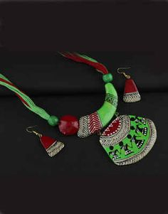 Explore online designer handmade jewellery at Anuradha Art Jewellery. We offer exclusive collection in terracotta jewellery set at an affordable cost. Ceramic Jewelry, Clay Jewelry, Jewelry Sets, Jewelry Making, Terracotta Jewellery Online, Terracotta Jewellery Designs, Handmade Necklaces, Handcrafted Jewelry, Teracotta Jewellery