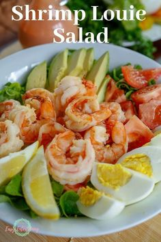 boiled shrimp This Shrimp Louie salad is one of those delicious and easy salad recipes you need in your dinner menu planning! Tasty boiled shrimp on a bed of lettuce along with hard boiled egg, tomato, and avocado with a tangy Louie dressing. Fun Easy Recipes, Easy Salad Recipes, Easy Salads, Gourmet Recipes, Easy Meals, Healthy Recipes, Delicious Recipes, Boiled Food, Boiled Shrimp