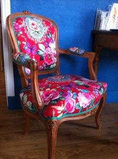 Teal Accent Chairs In Living Room Key: 9235606563 Dream Furniture, Funky Furniture, Colorful Furniture, Chaise Louis Xv, Louis Xv Chair, Chaise Floral, Floral Chair, Old Chairs, Eames Chairs