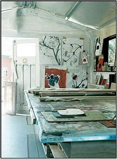 Would love to have a room like this to work in.....