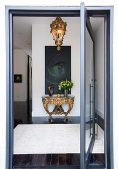 89 Inspiring Front Entrance Decor Models For Your Home Decor - As we like showing our domiciles and decoration abilities. When it regards entry manners, We all aren't that innovative; Front Entry Decor, Entrance Decor, Entryway Decor, Entrance Halls, Design Entrée, House Design, Indoor Doors, Diy Door, Interiores Design