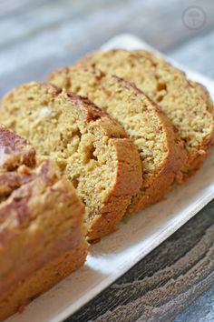 SZYBKIE CIASTO BANANOWE FIT (CHLEBEK BANANOWY) - Calzonella.com I Want To Eat, Healthy Sweets, Banana Bread, Cake Recipes, Food And Drink, Yummy Food, Desserts, Food Cakes, Pies