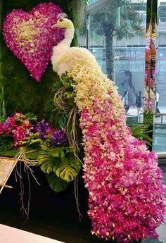 Colourful peacock for wedding entrance der auf einem Etat kein Gras landschaftlich gestaltet Floral peacock Beautiful Flower Arrangements, Floral Arrangements, Beautiful Flowers, Creative Flower Arrangements, Deco Floral, Arte Floral, Floral Design, Wedding Stage Decorations, Flower Decorations