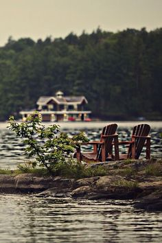On several occasions, Muskoka, Ontario has been recognized by National Geographic Traveler magazine as a special place to visit. Muskoka is one of their top 20 Best of The World - Must-see places and was chosen as the pick for the Ten Best Trips of Sum Haus Am See, Lakeside Living, Outdoor Living, Benjamin Moore Colors, Belle Villa, Lake Cabins, Cabins In The Woods, Lake Life, Color Of The Year