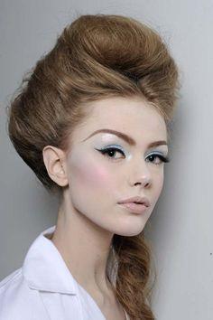 Vintage Makeup Look Pin Up Winged Eyeliner 63 Ideas Makeup Tips, Beauty Makeup, Hair Beauty, Eye Makeup, Makeup Contouring, Makeup Style, Makeup Brush, Beauty Trends, Beauty Hacks