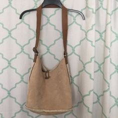 "Gap faux shearling bag w/leather strap & coin bag Gap faux shearling bag (100% poly) w/real leather strap & coin bag attached. Light weight. Nice condition with few signs of wear.  Approx 14.5"" across and 9.5"" tall. GAP Bags Shoulder Bags"