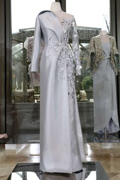 Abaya Designs, Saree Blouse Neck Designs, Cute Long Sleeve Dresses, Lovely Dresses, Trendy Dresses, Beautiful Gowns, Couture Dresses, Women's Fashion Dresses, Bridal Dresses