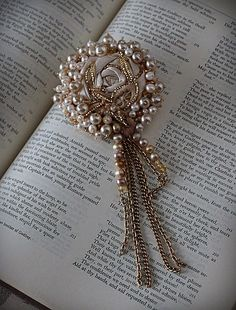Lace Pearl Brooch by carlafoxdesign Ribbon Jewelry, Bead Embroidery Jewelry, Textile Jewelry, Fabric Jewelry, Ribbon Embroidery, Jewelry Crafts, Beaded Jewelry, Jewellery, Pearl Brooch