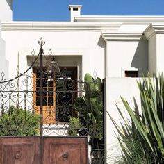 Blog de lifestyle con ideas, tutoriales y consejos útiles que te ayuden a poner linda tu casa y tu vida. Home Aquarium, Spanish House, Plan Design, Home Deco, My House, House Plans, Pergola, Sweet Home, New Homes